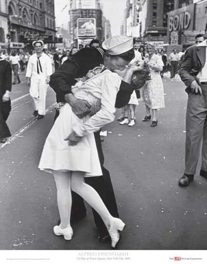 V-J Day, Times Square, 1945 - Alfred Eisenstaedt