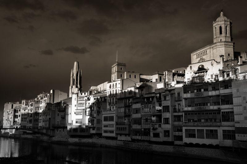 Perfil de Girona, al capvespre - Perfil de Girona, al atardecer