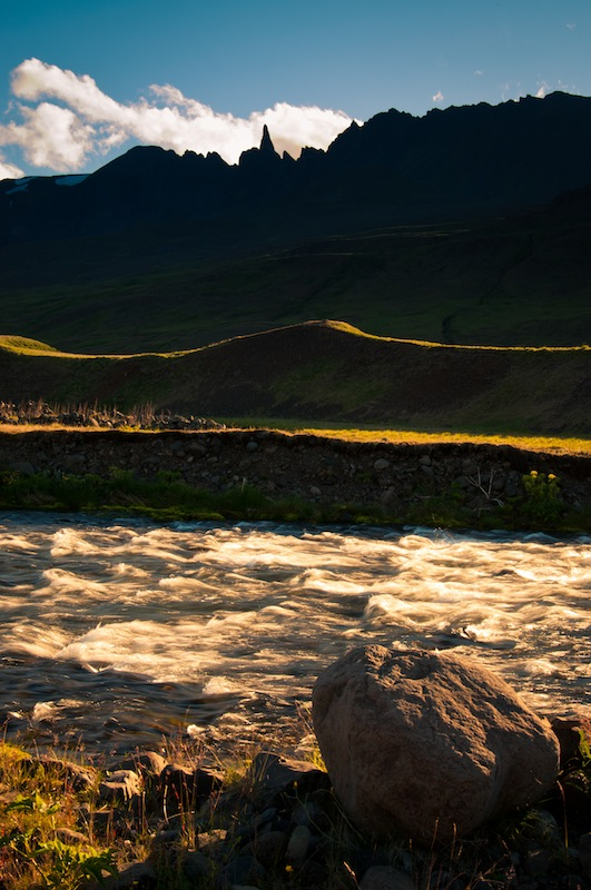 Hraundrangar, península del Troll, Islàndia.