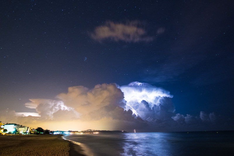 Tempesta a l'estiu, Platja Llarga, Tarragona. Tormenta de verano, Playa Llarga, Tarragona